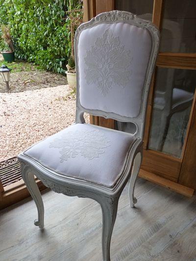 Chaise complètement restaurée