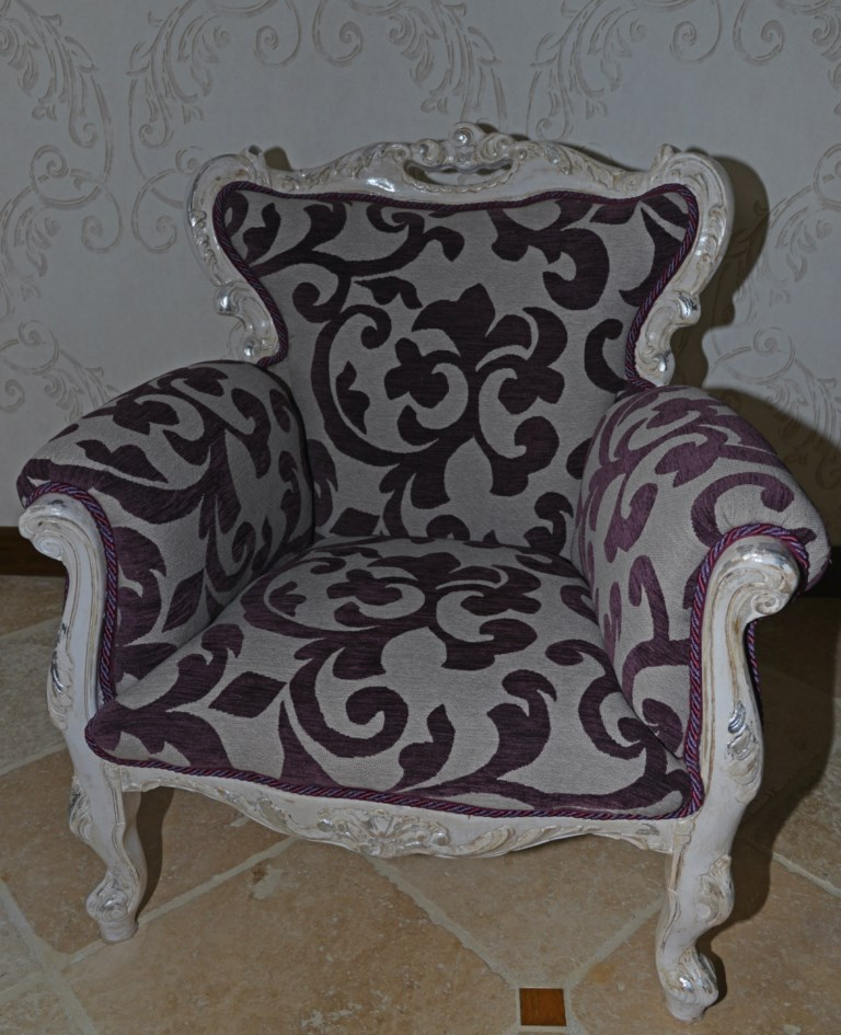 Fauteuil baroque motifs shabby chic