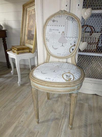 Chaise médaillon entièrement restaurée, patine à l'ancienne et tissu